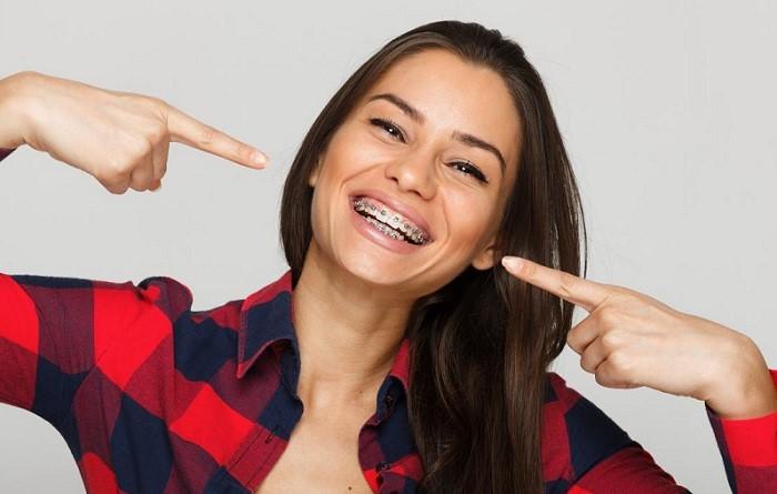 کاندیدای ارتودنسی ردیف کردن دندان در بزرگسالی با بریس ممکن است؟