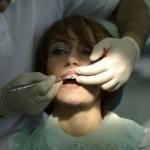 عوارض و مضرات احتمالی ارتودنسی به همراه درمان های اورژانسی
